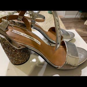 Gray light sandals.